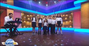 kids from voice classes in Miami performing on stage